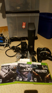 Xbox 360 S 250gb w/ kinect and 3 controllers - 3 games