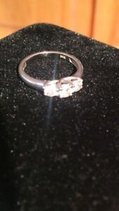 Beautiful 3 diamond engagement ring 14k gold