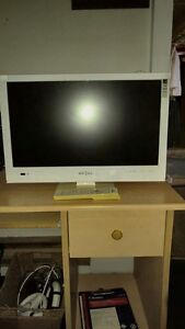 22 INCH WHITE INSIGNIA LCD FLAT SCREEN TV INCLUDES REMOTE