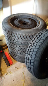 4 winter tire on wheel almost new 175/70 R14 5x100