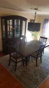 Buffet table de  salle a manger 5 chaise
