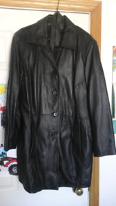 Woman's 3/4 lengh Leather Coat