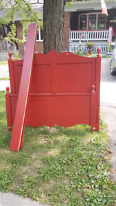 Curbside alert - double bed frame - 325 St Clements Ave