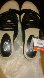 STYLISH AND NEW!! WOMEN'S DENVER HAYES SANDALS SIZE 7''