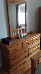 Queen size pine bedroom set