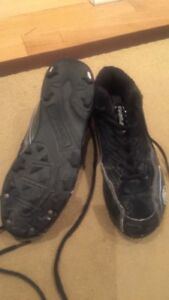 BOYS' BASEBALL CLEATS, EXCELLENT USED CONDITION, SIZE 2