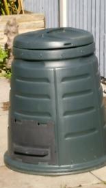 Green plastic garden compost bin approx 220 litre