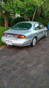 1997 Ford Taurus GL Berline 800$ NEGO