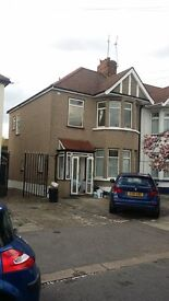 4 BED HOUSE: COLLINWOOD GARDEN GANTS HILL IG5 0AN - NO DSS CLAIMERS