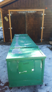 9.5 foot metal container