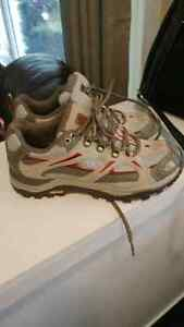 Brand new Women's Northface gortex hiking shoes size 7.5
