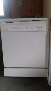 KENMORE Dishwasher - works good