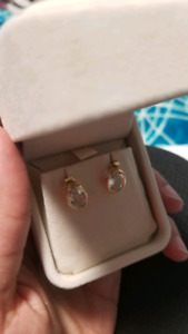 NEW 14 KT gold earings!