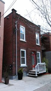 Bright 7 1/2 House 4 bedroomsPointe St-Charles Metro Charlevoix