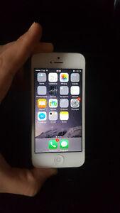 IPhone 5 silver unlocked très bon état