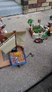 lots de playmobil , bateau pirate et dragon