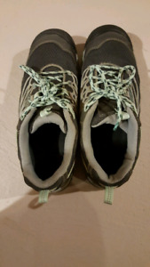 Hiking shoes for sale womens KEEN 9.5