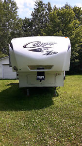GREAT DEAL ON 30ft COUGAR LITE