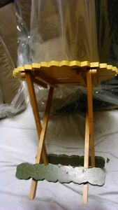 Sun Flower fold up Table - for inside or out Kitchener / Waterloo Kitchener Area image 3