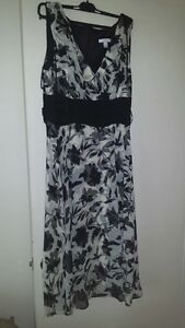 LOT OF 3 DRESSES SIZE LARGE