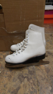 Used CCM Competitor Girls' Figure Skates (Youth size 2)