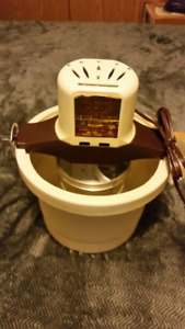 Ice cream maker 1/2 gallon mini yum-yum machine  never used