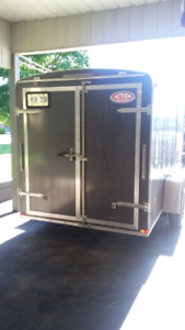 6x12 Enclosed cargo trailer 2014 in like new condition