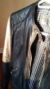 Manteau de cuir noir épaules matelassées DANIER de qualité SMALL West Island Greater Montréal image 4