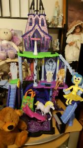 Monsterhigh house an doll an barbie an lots more.