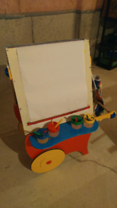 Easel - beautiful wood easel in great condition