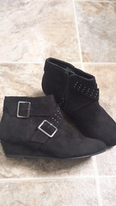 Girls shoes size 1. Brand new