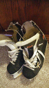 "Men's CCM Tacks Hockey Skates 9"" - 9 1/2"" EE"