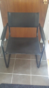 Chairs, make an offer / Chaises, faites une offre