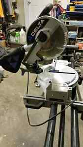 Delta compound miter saw and stand