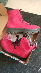 Pink steel-toed work boots