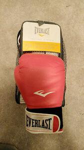 Women's Everlast Boxing Gloves