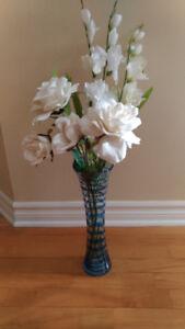 vase à fleurs et fleurs artificielles
