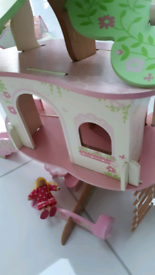 ELC Rosebud tree house and box