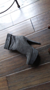 Size 7 Grey Suede Boots Great Condition $45