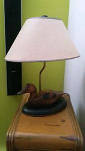 LAMPE ARTISANALE AVEC CANARD EN BOIS