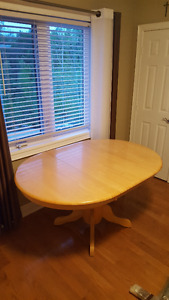 Oak Dinning Table with 2 chairs