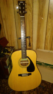 Yamaha acoustic guitar package