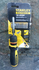 "STANLEY ""FATMAX"" HI SPEED RATCHETING SCREWDRIVER WITH 12 BITS"