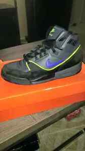 Nike air assults in box Windsor Region Ontario image 1