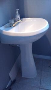 Toilette et Lavabo sur pied
