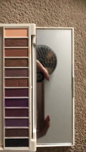compact eyeshadow palette