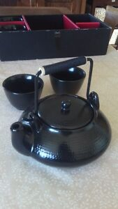 Matsuri by Gallery Collection Black Tea Pot and Four Cups Set Cambridge Kitchener Area image 1