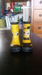 Rain boots size 7 toddler