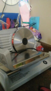 Meat slicer/bread slicer kitchen appliance