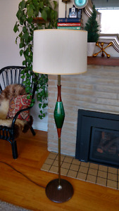 Mid centuey modern lamp. Walnut and Blue mountain pottery style